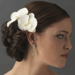 modern-bridal-hair-accesories-with-flower